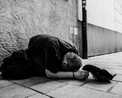 Eine milde Gabe bitte – der Sinn von Almosen